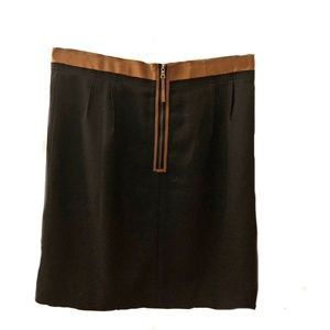 Black wool skirt with waist and zipper accent